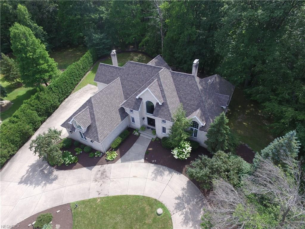 2864 Loreto Dr, Willoughby Hills, OH 44094