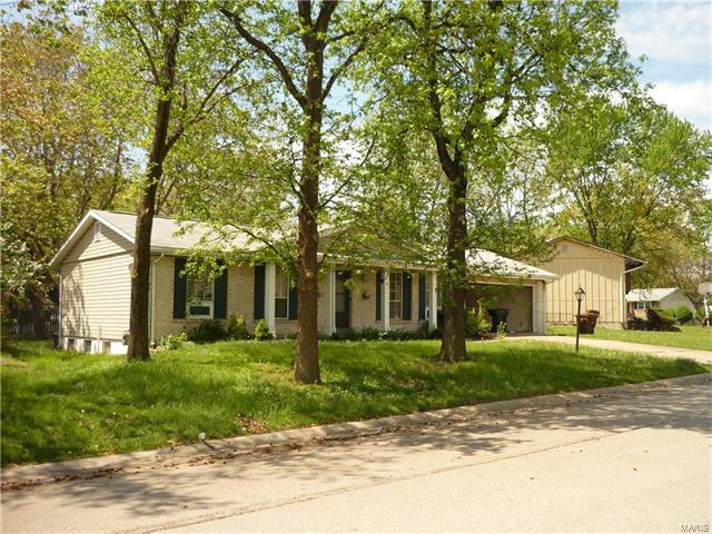 4 Country Hill Road, St Peters, MO 63376