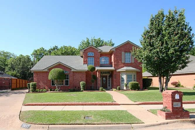 1037 W Redbud Drive, Hurst, TX 76053