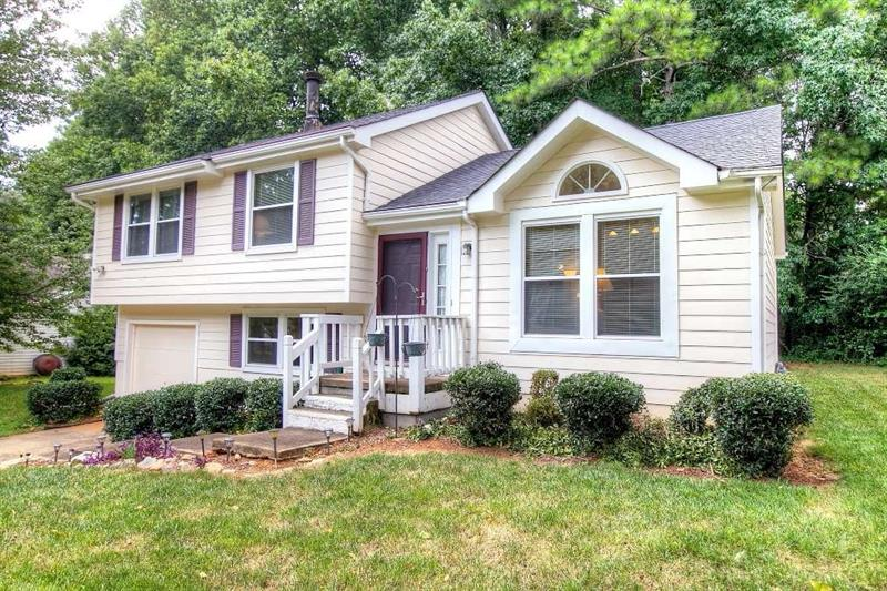 220 Taylor Meadow Chase, Roswell, GA 30076