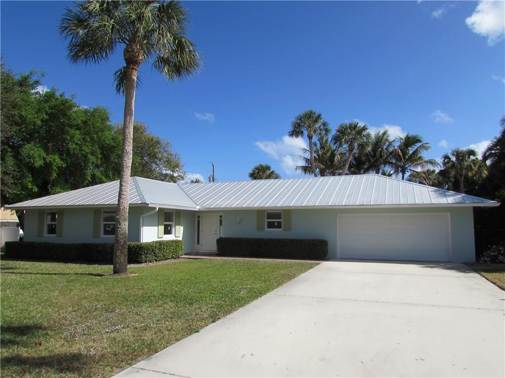 15 Via Lucindia Drive N, Sewalls Point, FL 34996