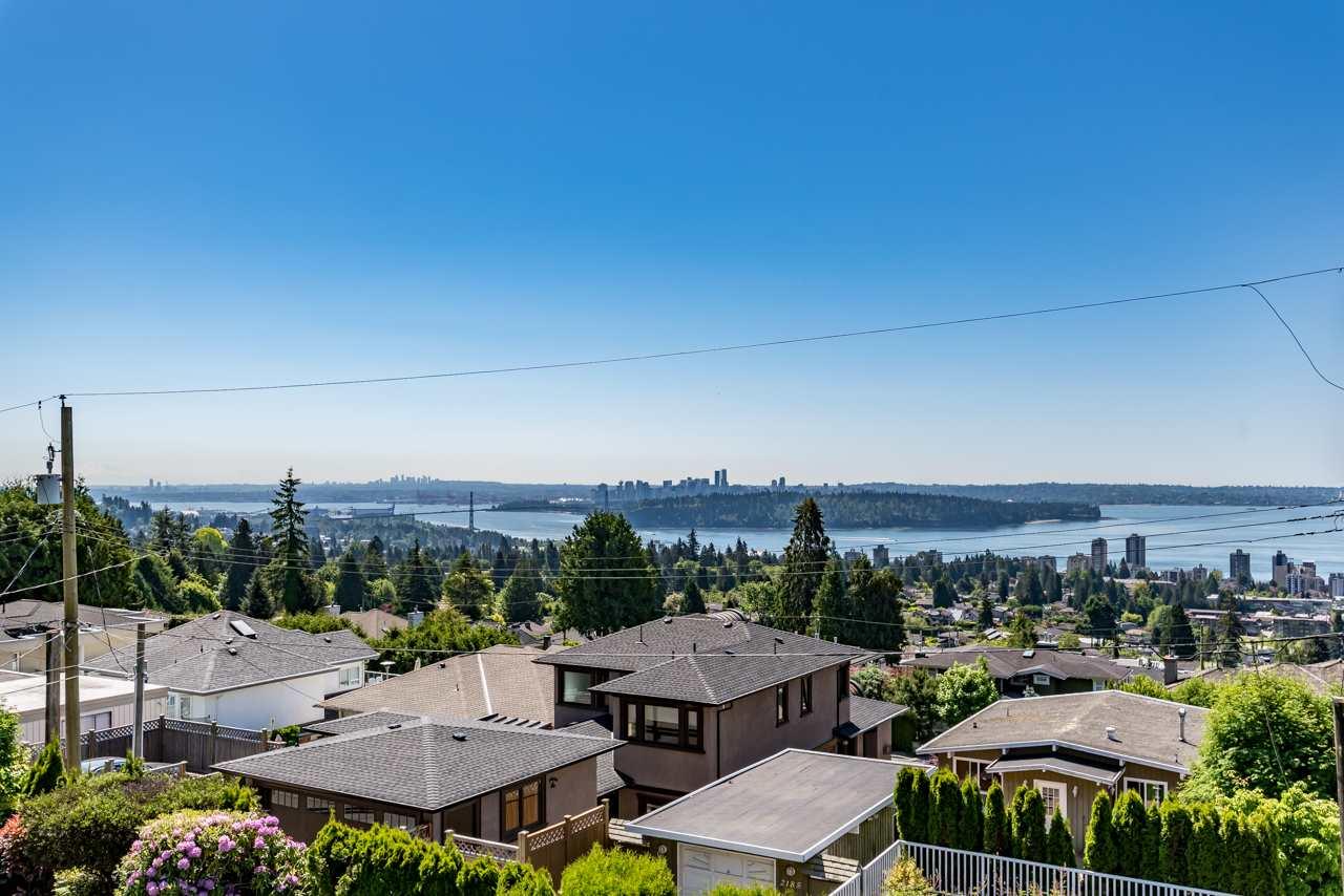 2190 ROSEBERY AVENUE, West Vancouver, BC V7V 2Z7