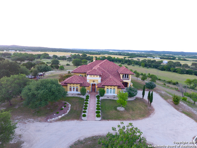 967 Pass Creek Rd E, Kerrville, TX 78028
