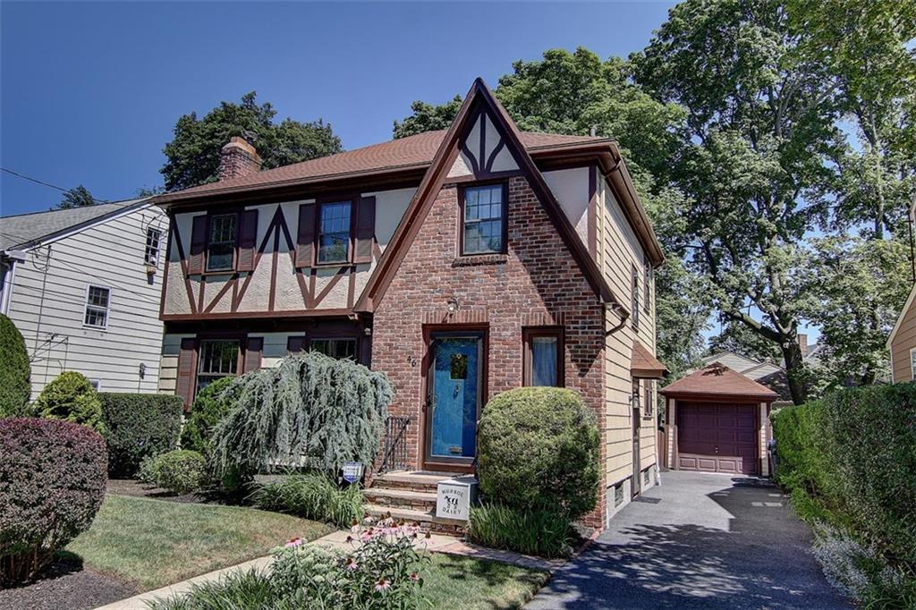 46 GREATON DR, East Side of Prov, RI 02906