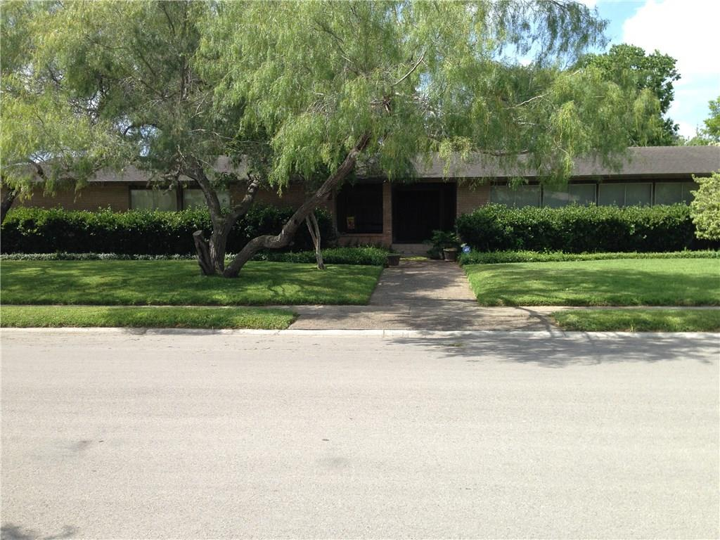 108 E Ashburn Avenue, Robstown, TX 78380