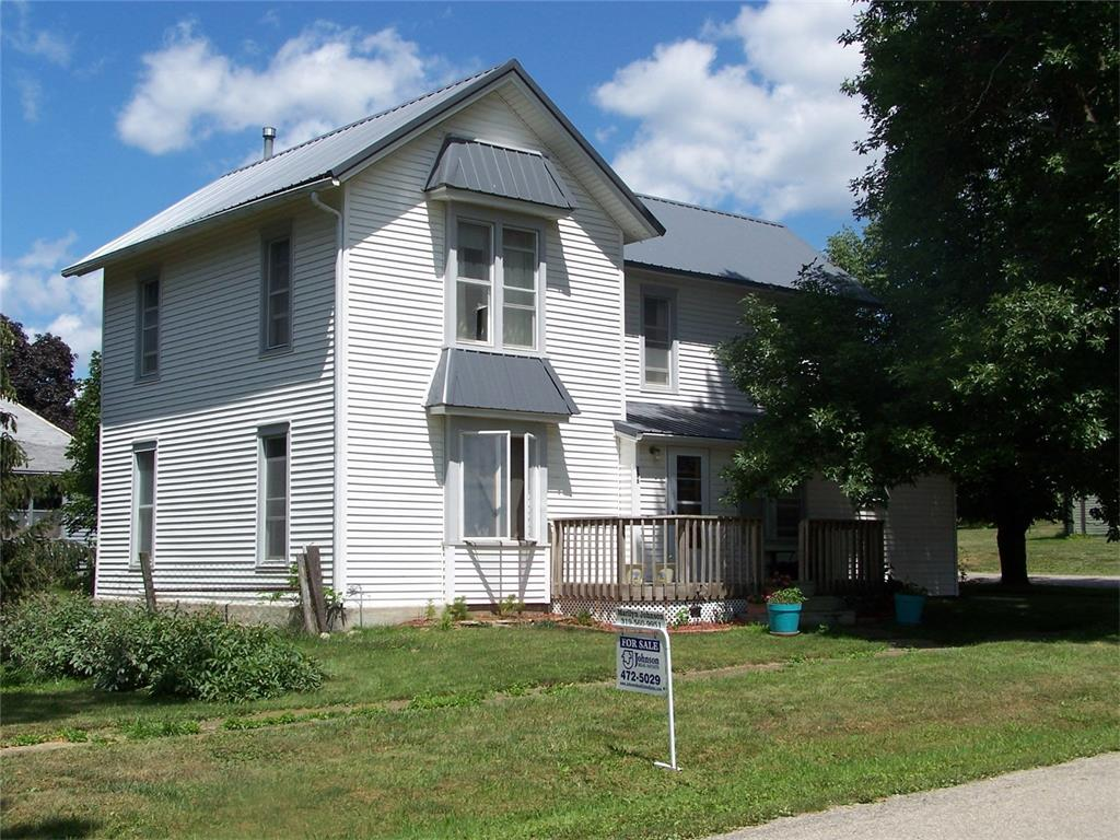 206 Maple Street E, Garrison, IA 52229