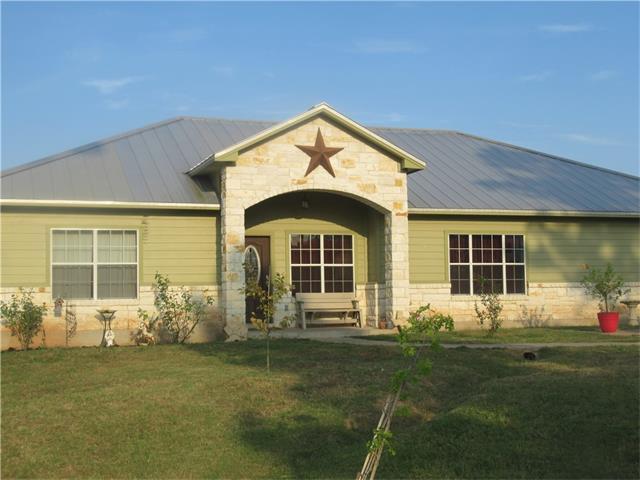 135 Village Forest Dr, Smithville, TX 78957