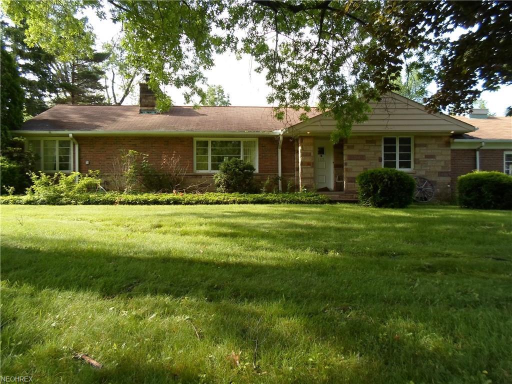 115 N Strawberry Ln, Moreland Hills, OH 44022