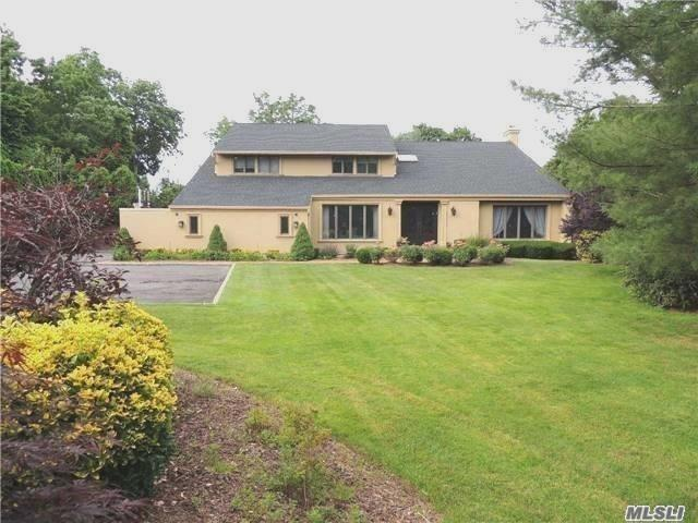 424 Mill River Rd, Upper Brookville, NY 11771