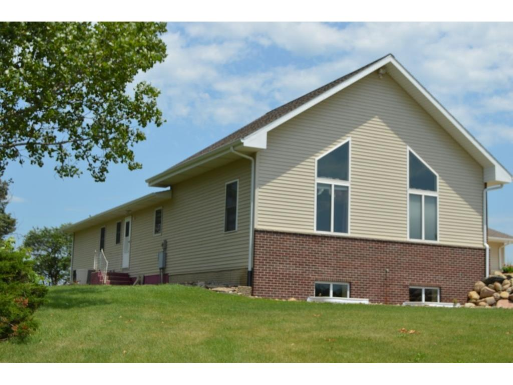 3250 56th St Trail, Center Point, IA 52213