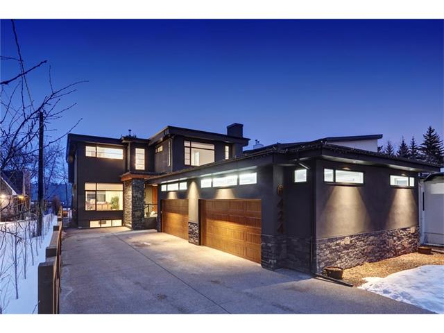 6424 BOW Crescent NW, Calgary, AB T3B 2B9