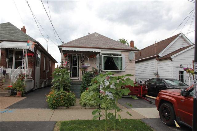 14 Maple Bush Ave, Toronto, ON M9N 1S6