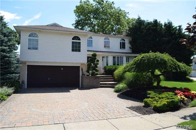 1435 Sherwood Dr, East Meadow, NY 11554