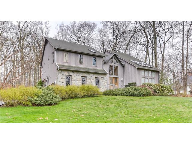 67 Coventry Ln, Trumbull, CT 06611
