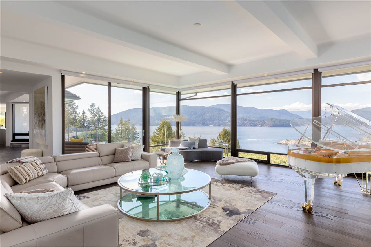 6269 ST. GEORGES CRESCENT, West Vancouver, BC V7W 1Z3