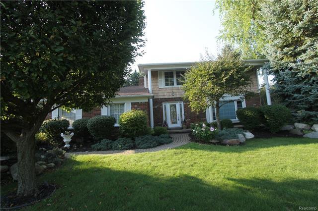 2725 COURVILLE Drive, Bloomfield Hills, MI 48302