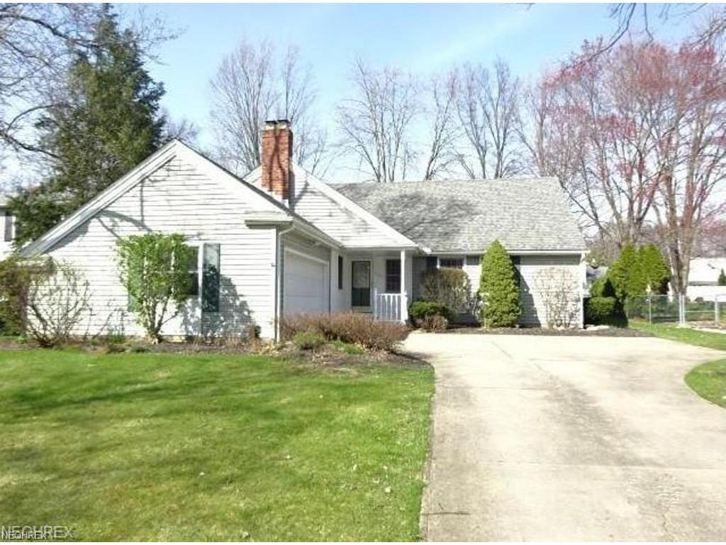 29596 Huntington Dr, North Olmsted, OH 44070