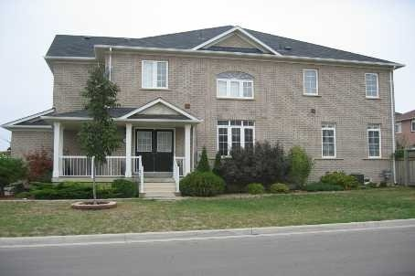3541 Fountain Park Ave, Mississauga, ON L5M 7E8