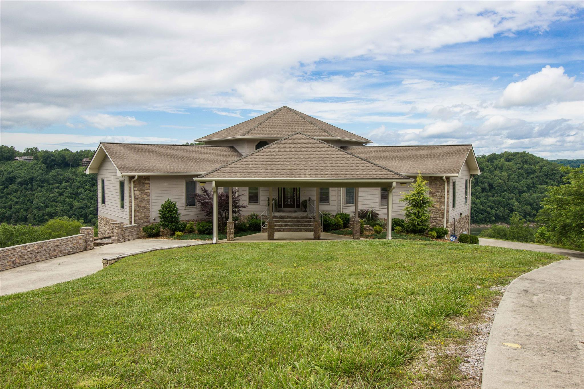 615 Watercolor Dr, Sparta, TN 38583