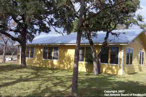 373 Pine Tree Rd, Medina, TX 78055