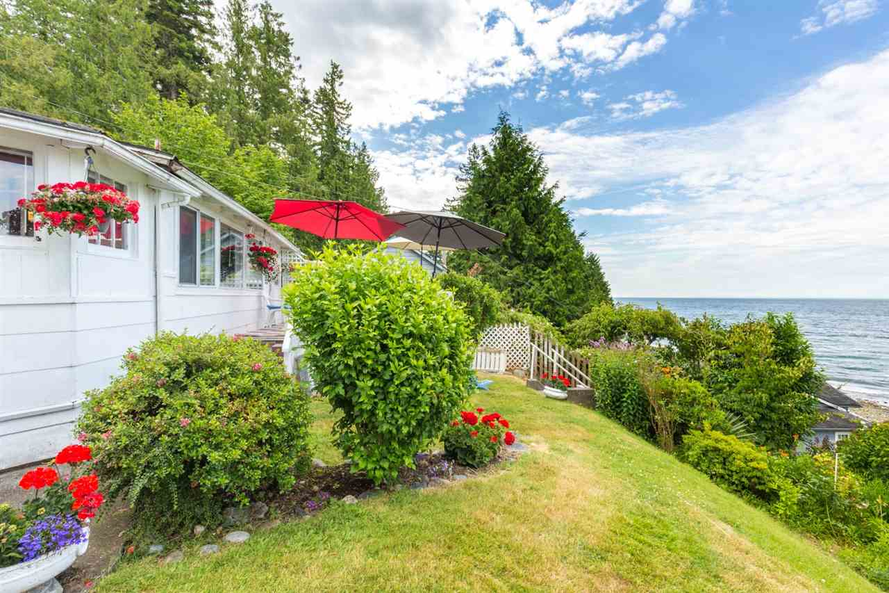 3223 BEACH AVENUE, Roberts Creek, BC V0N 2W2