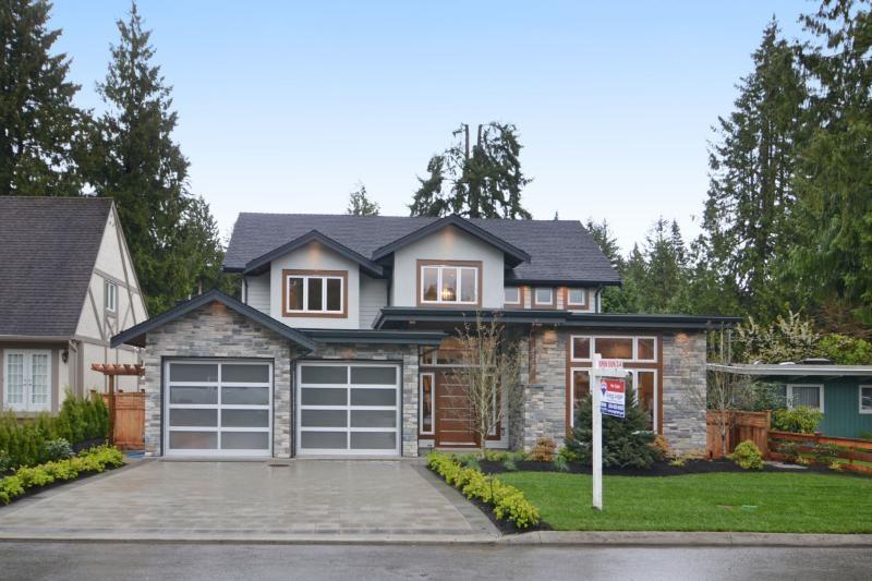 4372 CAROLYN DRIVE, North Vancouver, BC V7R 4A6