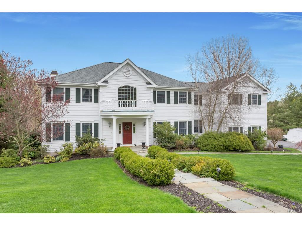 35 Hollow Tree Road, Briarcliff Manor, NY 10510