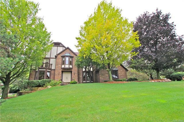 38649 Deerwood Court, Farmington Hills, MI 48335