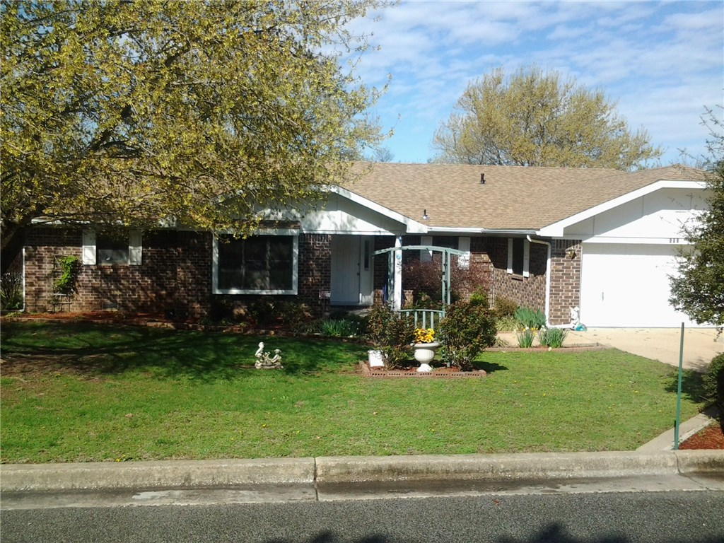 400 Sycamore ST, Berryville, AR 72616