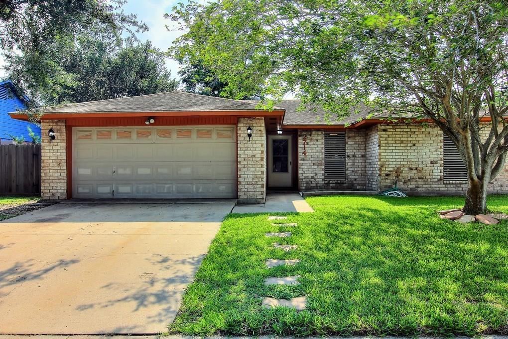 2714 Blue Grass Dr, Corpus Christi, TX 78410