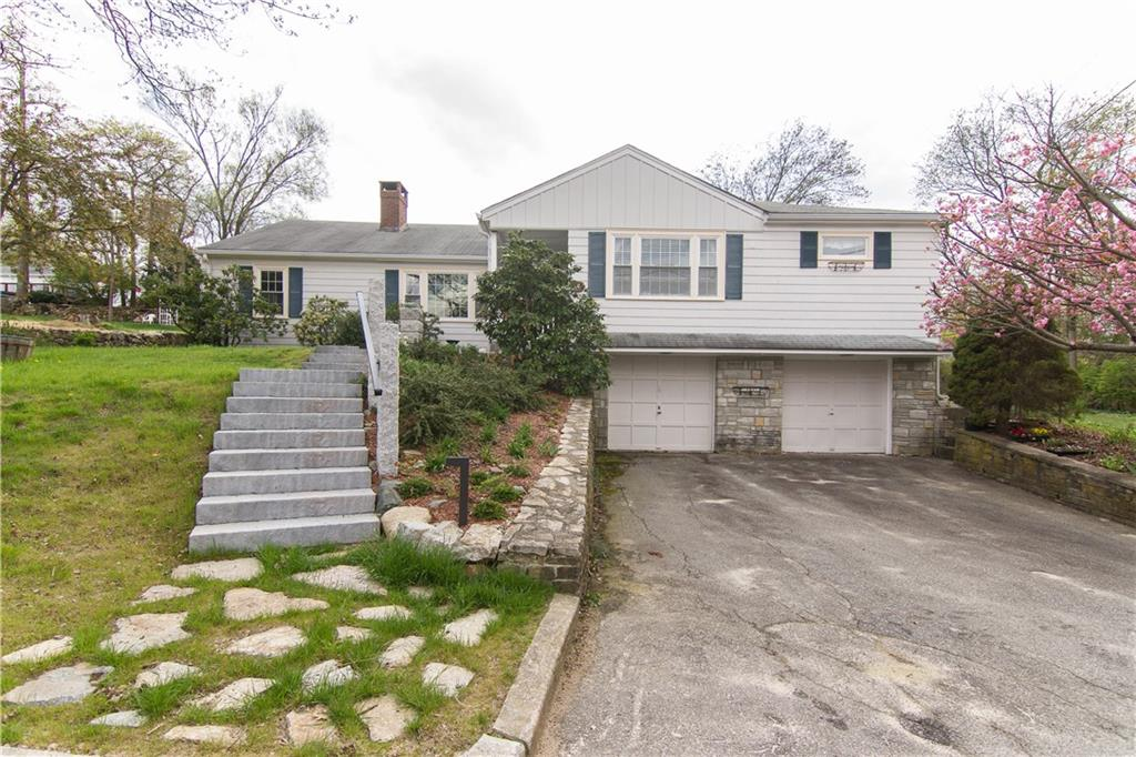 66 Lakeview RD, Lincoln, RI 02865