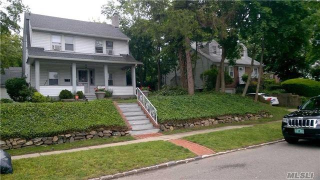 15 Maple Grove St, Great Neck, NY 11023