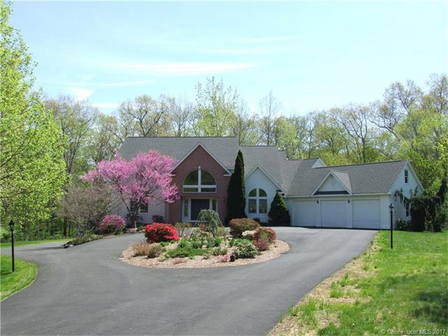21 Mountaincrest Dr, Cheshire, CT 06410