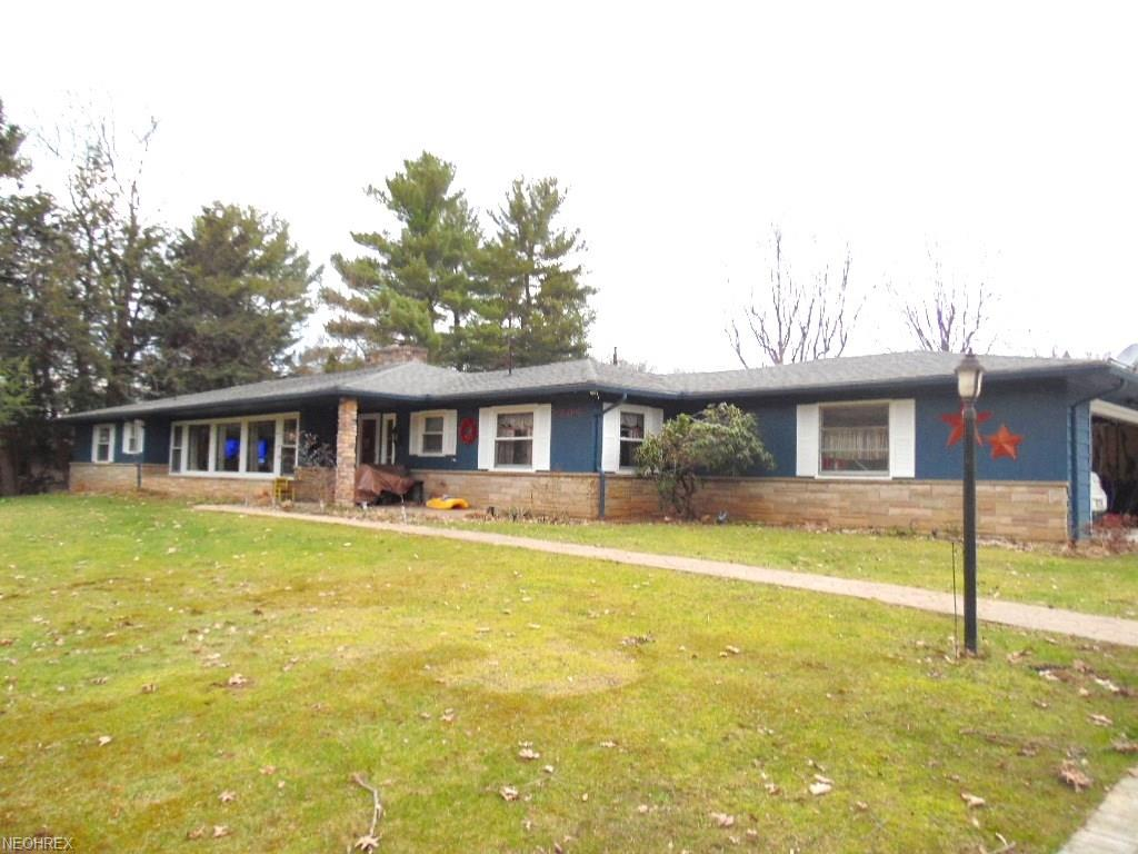 1904 Melbourne Dr, Coshocton, OH 43812