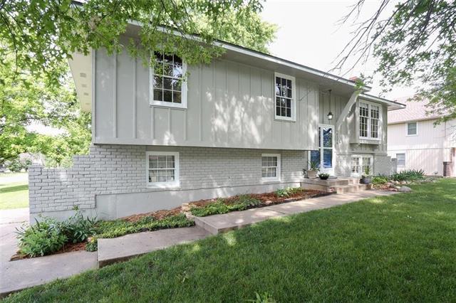 6226 Cottonwood Drive, Shawnee, KS 66216