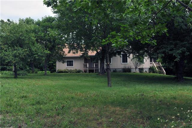 21705 S Carter Road, Peculiar, MO 64078