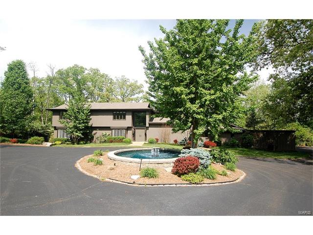 29 Roclare Lane, Town and Country, MO 63131