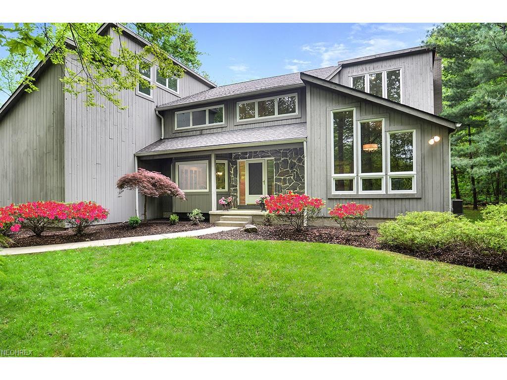 16515 Heatherwood Ln, Chagrin Falls, OH 44023