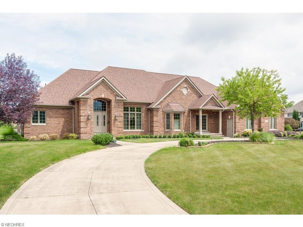 6291 Maypine Farm Blvd, Highland Heights, OH 44143
