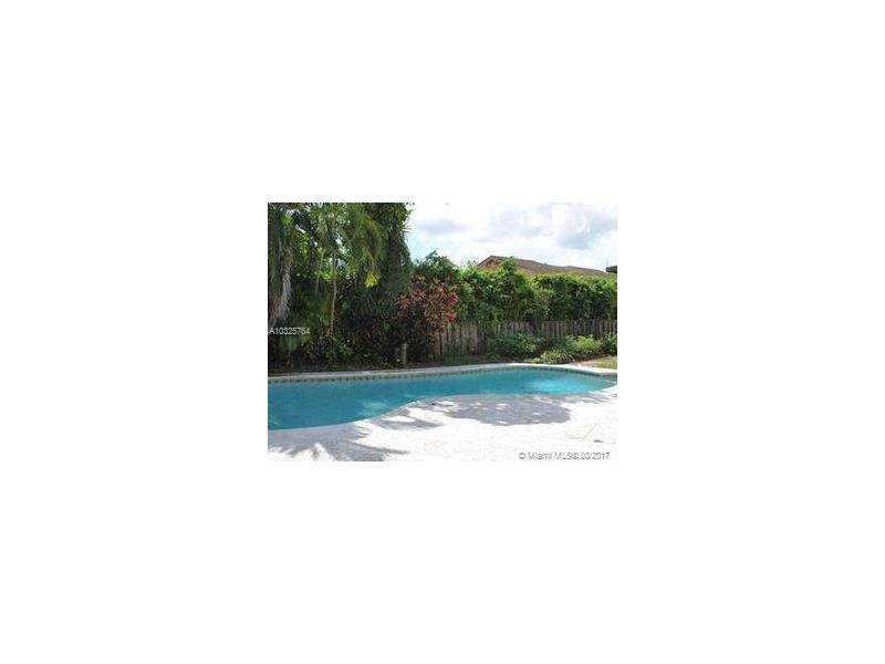 6560 NW 4th Ct, Plantation, FL 33317