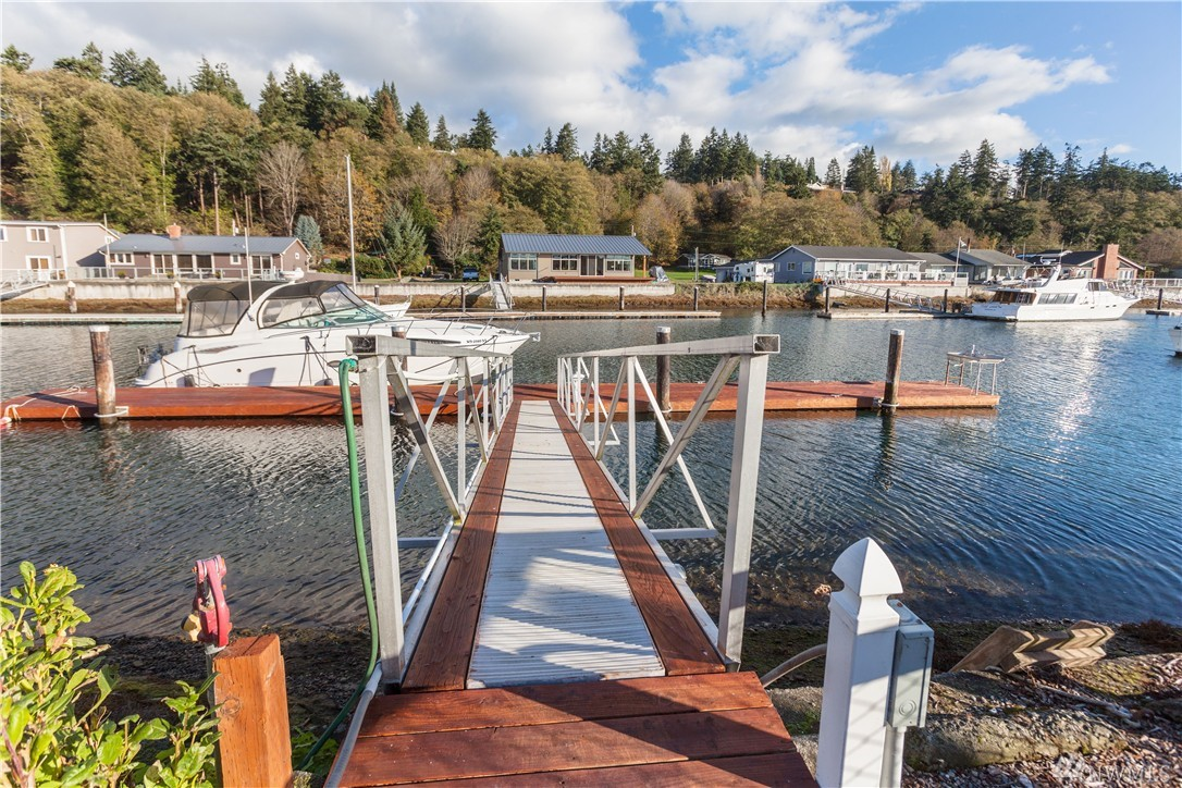 3725 Steelhead Dr, Greenbank, WA 98253