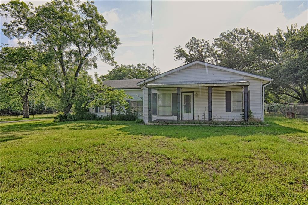 906 Little School Road, Kennedale, TX 76060