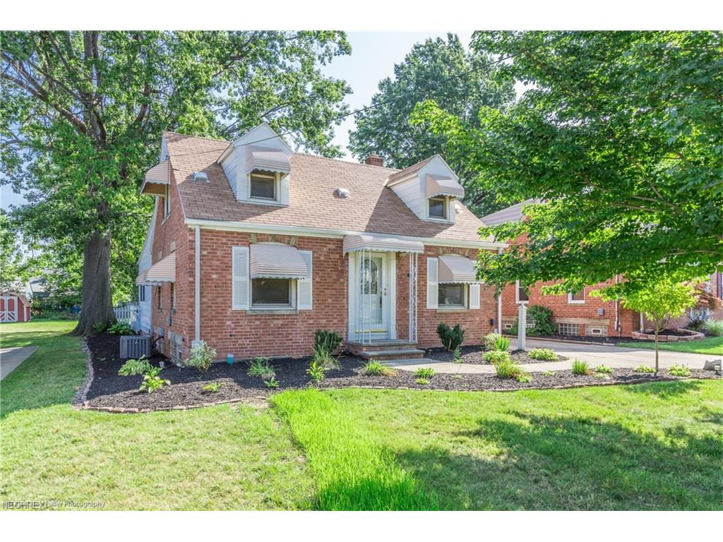 1727 E 291st St, Wickliffe, OH 44092