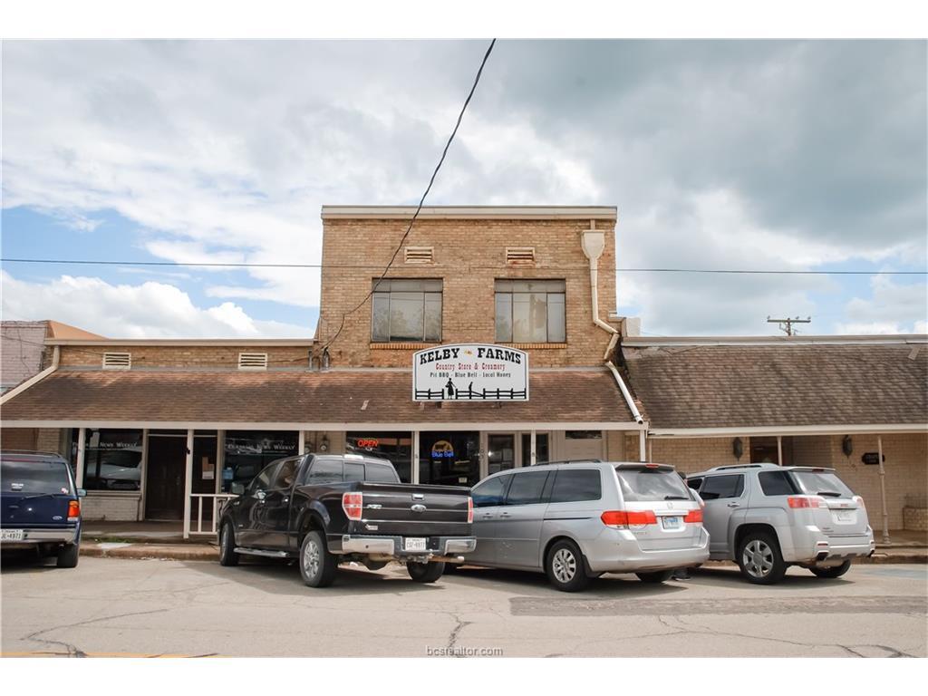 105 E Decherd Street, Franklin, TX 77856