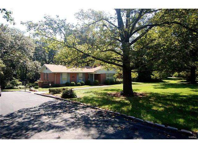 13814 Clayton Road, Town and Country, MO 63017