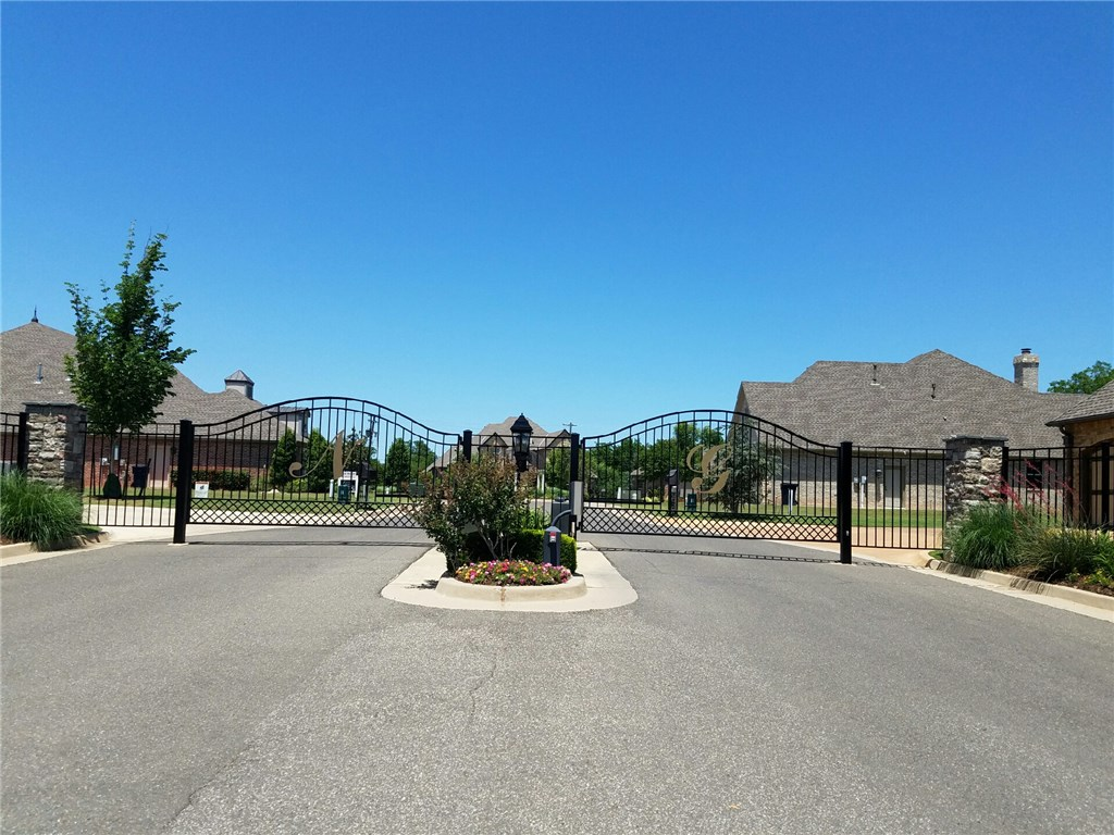 7917 Nichols Gate Circle, Nichols Hills, OK 73116
