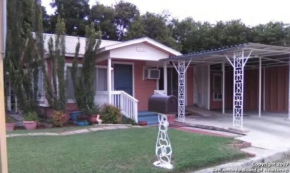 964 Matamoros St, Seguin, TX 78155