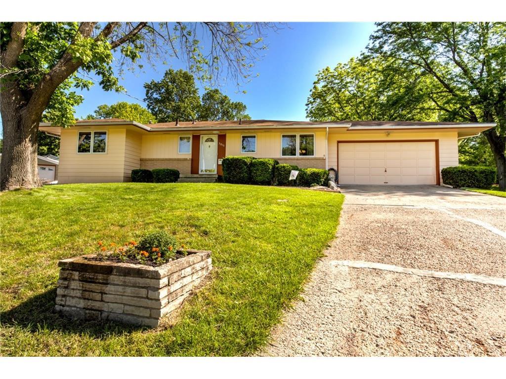 7015 Beechwood Drive, Urbandale, IA 50322