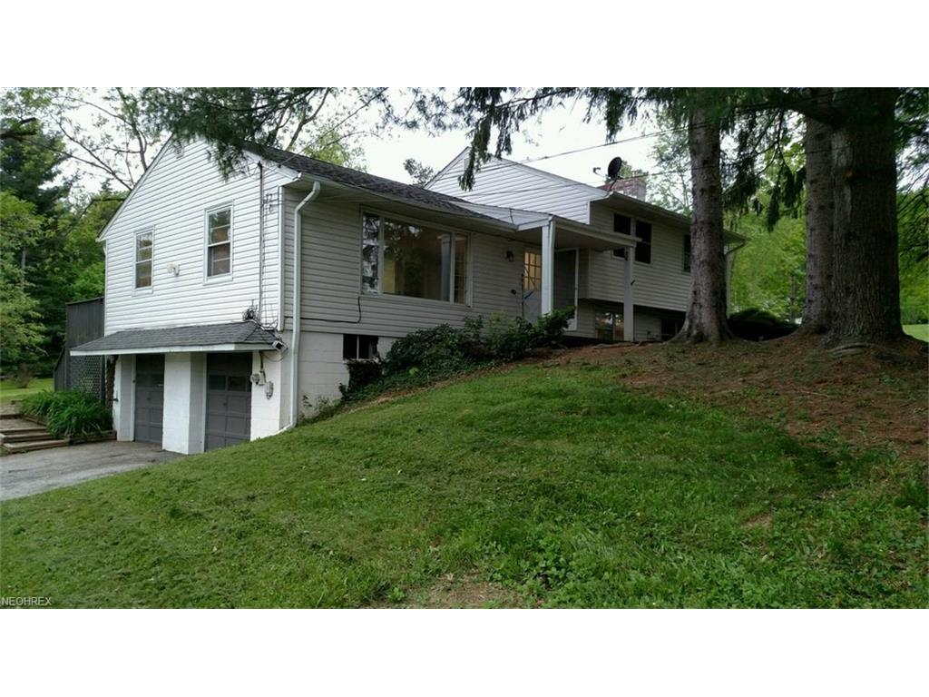 1428 Bell Rd, Chagrin Falls, OH 44022