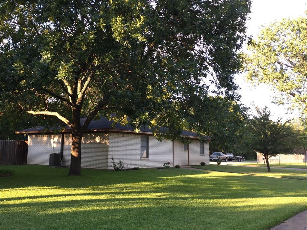 342 E Wilson Avenue, Pilot Point, TX 76258